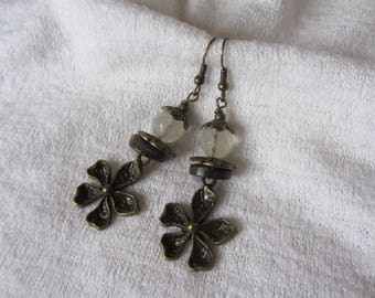 Bucolic dangling earrings with flower charm bronze metal, rondelle coco, Kunzite, neutral tones