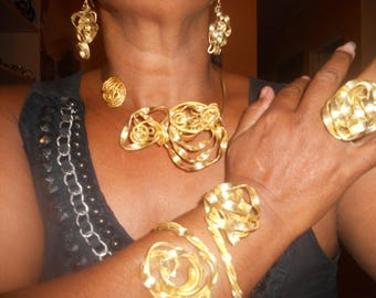 Creole Golden allu lrcp whit and streaked adornment.