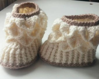 boots beige and Brown sizes 3 to 6 months