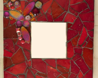 Miroir en mosaïque camaieu rouge