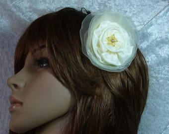 cream bridal hair flowers