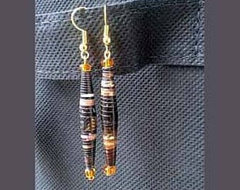 Earrings made of recycled paper, rolled and varnished