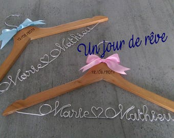 DUO - set of two hangers personalized for any event