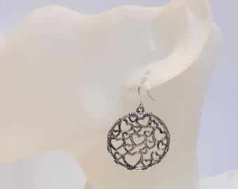 Circle earrings with heart