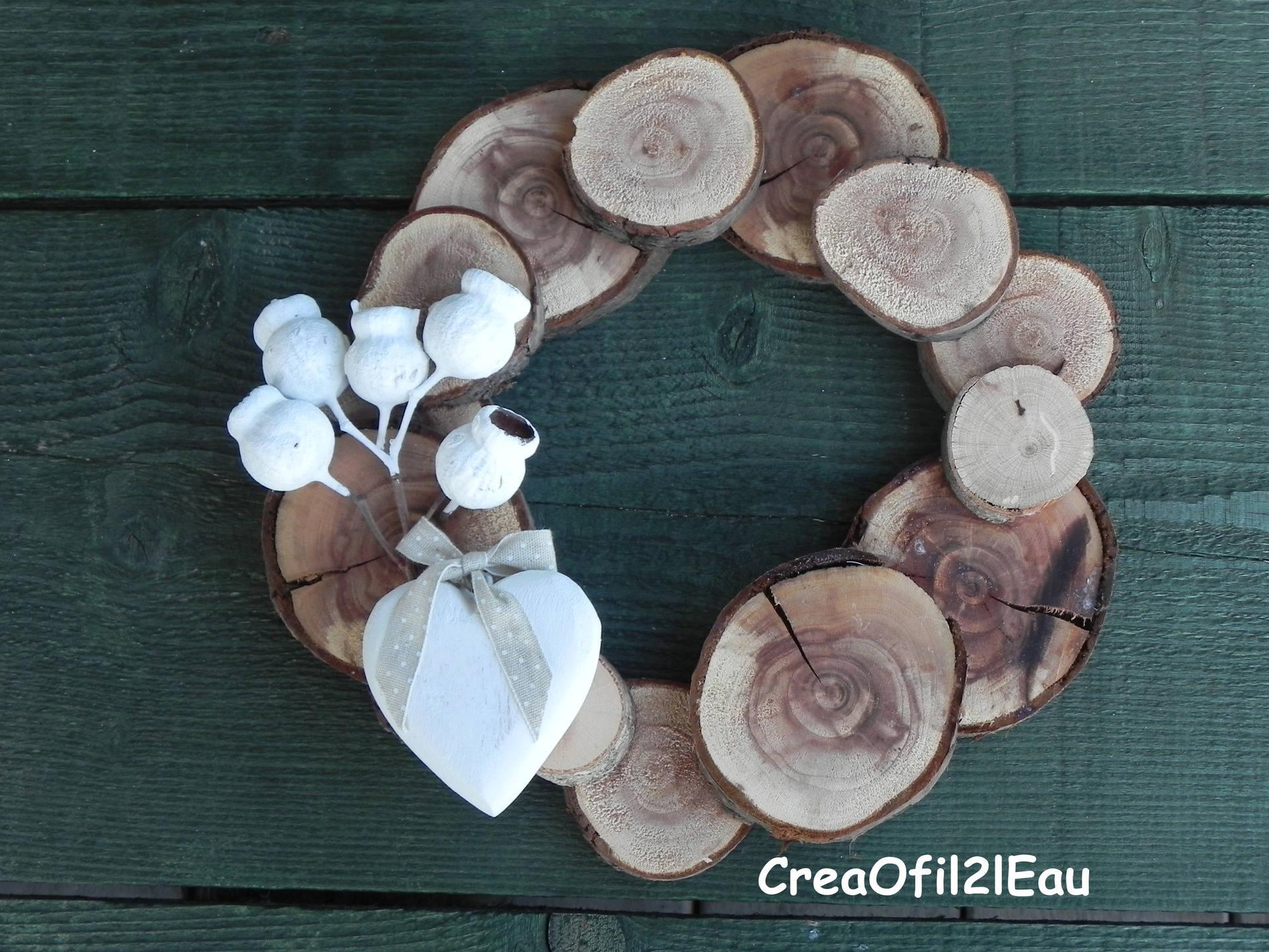 Couronne de noel en bois et d co blanche for Coeur couronne et miroir