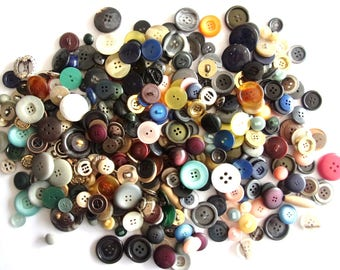 great wholesale lot of 480 variety buttons - colours and shapes various REF. 72