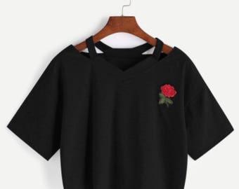 Cut out V neckline Rose patch slub tee