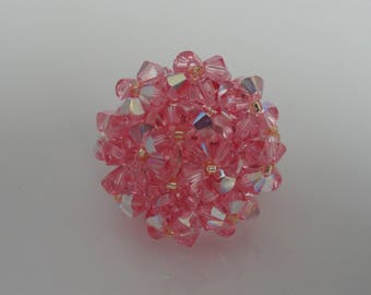 This ring are made of Swarovski Crystal beads