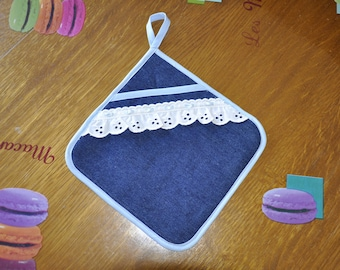 Denim and broderie anglaise kitchen pot holder