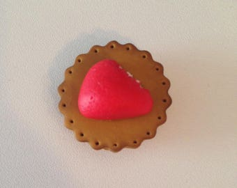 """Magnet polymer clay """"candy a strawberry placed on a biscuit"""""""