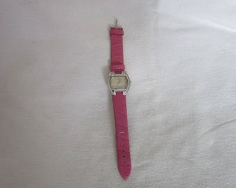 Retro Daisy Fuentes Fancy Ladies Wristwatch with Pink band