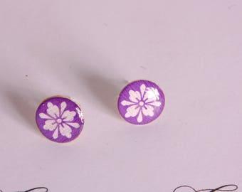 Stud Earrings white rosette, purple background