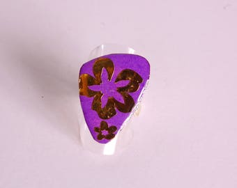 Ring gold flowers, purple background