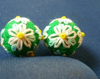 felted wool beads green and embroidered white and green
