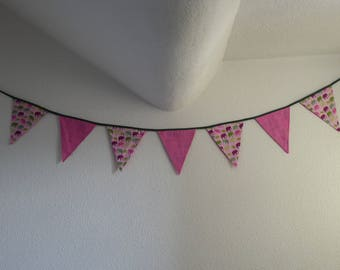 7 Bunting fabric in shades of pink