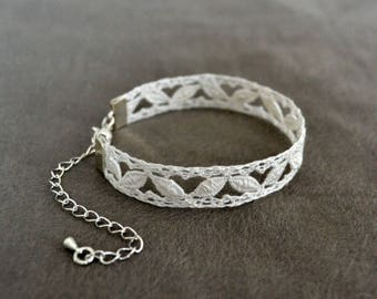 Patterned bracelet spirit lace bobbin, white
