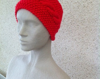 Headband around the neck as a red Turtleneck