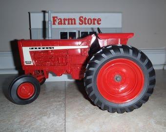 IH Farmall 806 Ertl Toy Farm Tractor