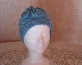 Beanie style blue retro with three flowers