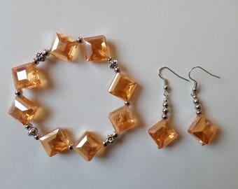 Orange elastic bracelet in diamond-shaped glass beads
