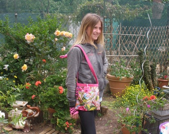 Pouch or small tote bag in pink printed cotton with flowers and arabesques dominant pink fuchsia with handle