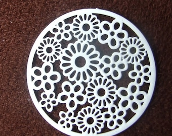 White flower 31 mm filigree disc