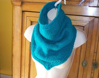 Poncho knitted collar wool plassard turquoise Green
