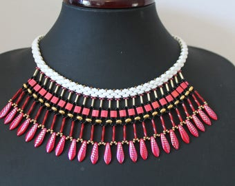 Bib necklace with beadwoven shades red, white and gold plated gold