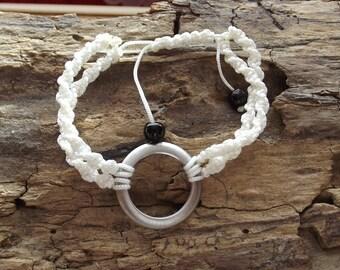 Bracelet way thread nylon macramé and ribbed silver metal ring.