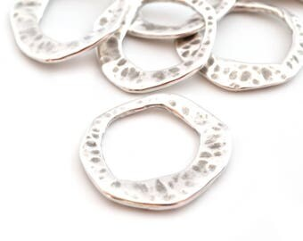 1 ring connector round irregular silver hammered metal 27mm (made in Europe)
