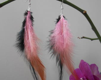 Earrings in pink and black Rooster feathers
