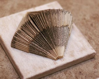 Book sculpture made of folded book | Book type
