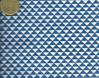 Cotton fabric printed with blue triangles - 60x50 cm