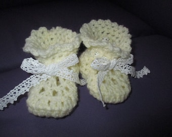 Yellow 0/3 month baby booties