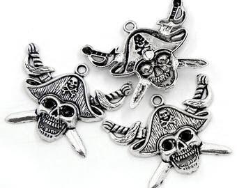 Pirate skull pendant in antique silver (x 1)