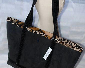 Sacs cabas ( deux ) avec leur meme pochette de sac détachable sur les deux sacs