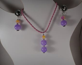 Beautiful necklace and earrings in a very nice glass beads
