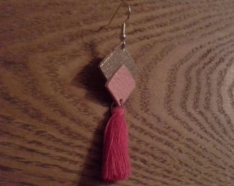 Earrings in leather and tassels