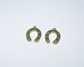 BR362 - Set of 2 gold metal Horseshoe charms