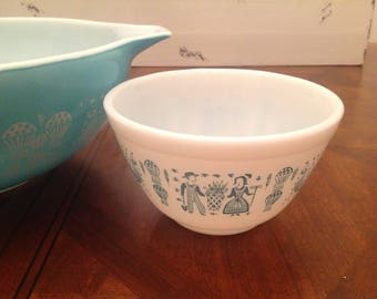 Pyrex Charm Rise and Shine small mixing bowl #401