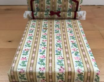 Dolls House divan bed 4inch high/4 inch wide / 6inch long