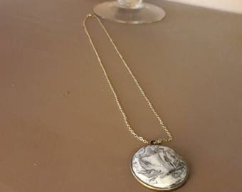 Marble effect pendant necklace