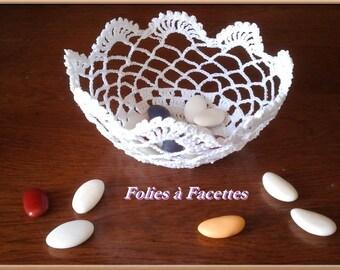 Wedding, baptism, communion: basket crocheted in white cotton crochet lace
