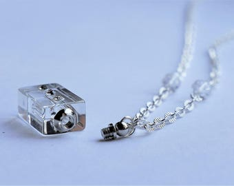 Clear glass pendant necklace acting perfume mini bottle