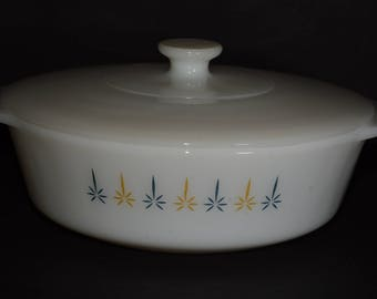 FIRE KING Milk glass, Covered Casserole, MINT, Candlestick 'Candle Glow' Pattern with lid, 1960s, baking dish, Anchor Hocking, 436, Vintage