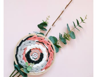 Grey/coral circular weaving