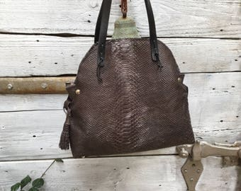 Tote in snake embossed leather