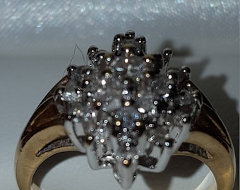 9 ct Yellow Gold Diamond cluster ring