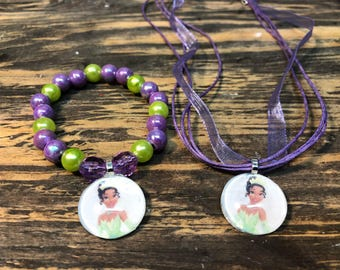 The princess and the frog party favors.Princess Tiana bead bracelet.Princess Tiana necklace.Princess and the frog jewelry