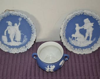 Beautiful decorative bowl and 2 wall hanging plates